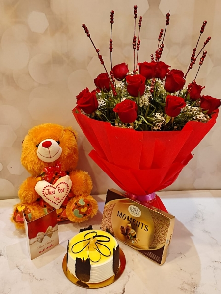 PINEAPPLE CAKE, BOUQUET AND TEDDY