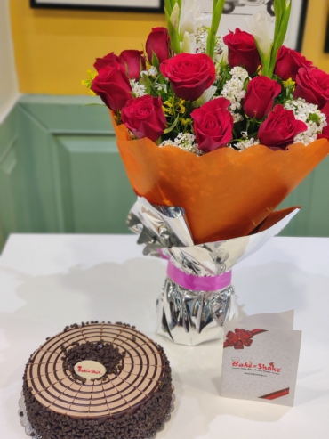 CHOCOLATE CHIPS CAKE AND BOUQUET
