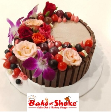 KITKATE WITH FRUITS CAKE