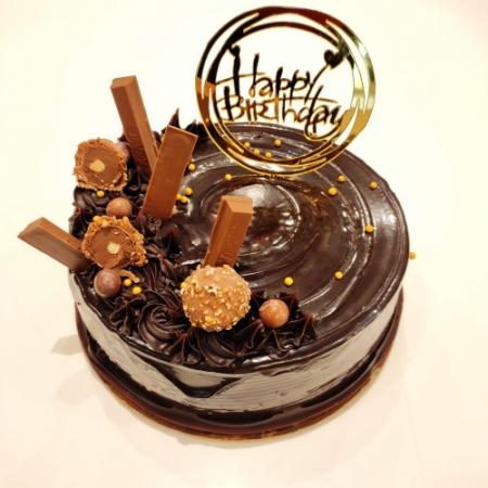 CHOCOLATE CAKE WITH GARNISHING